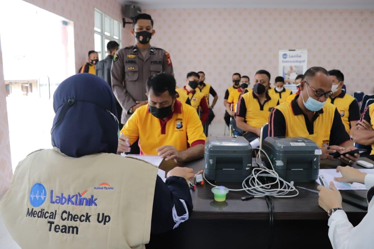 Biddokkes Polda Sulsel Laksanakan Pemeriksaan Kesehatan Berkala Tiap 6 Bulan Sekali di Polres Soppeng