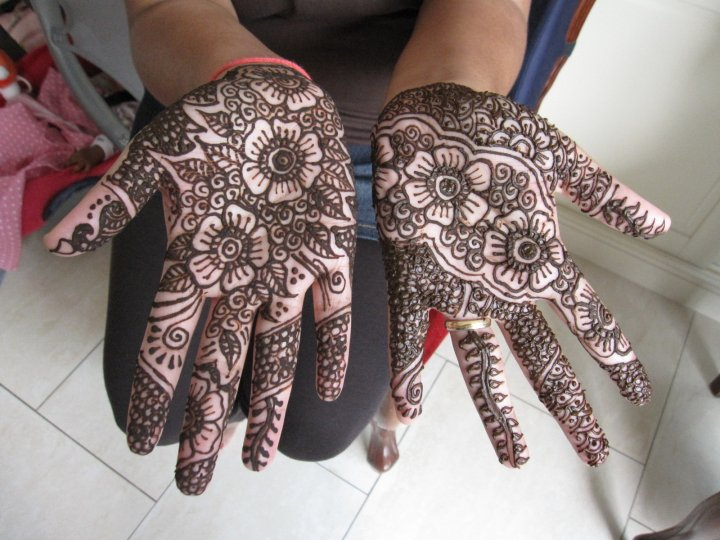 Latest Dulhan Mehndi Designs 2010  New Clothes  Tatto