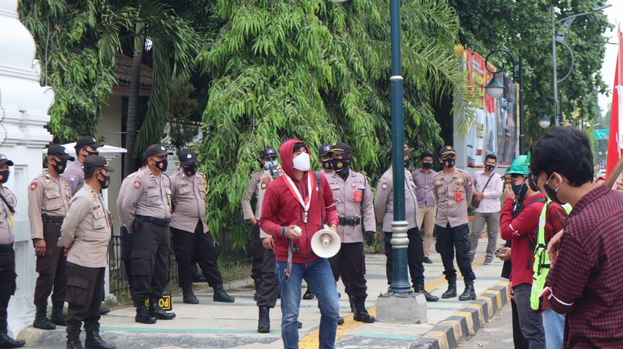 Polres Cilegon Laksanakan Pengamanan Unjuk Rasa Mahasiswa (GMNI) depan Pemkot Cilegon