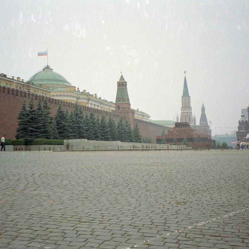 Moscow_20 Kremlin Wall.jpg