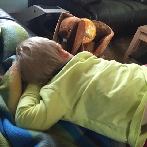 Kind ruht sich aus