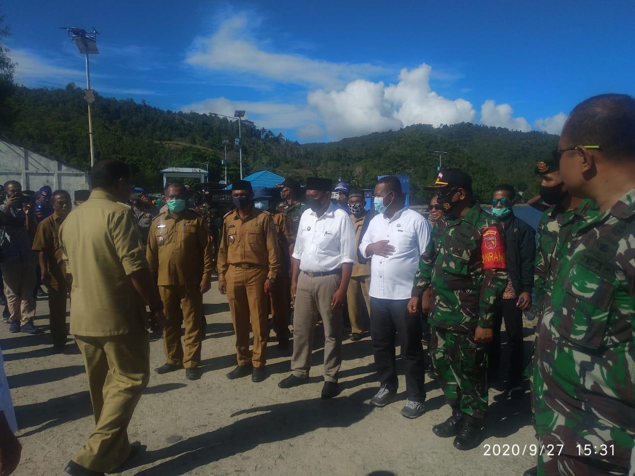 Satgas Yonarmed 9 Kostrad Menghadiri Kunjungan Bupati Halmahera Tengah di Desa Loman