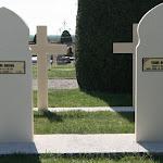 Cimetière militaire : tombe de Tchang Heng Tchoum (13e bataillon chinois) et de Kapira Bakayoko (51e bataillon de Tirailleurs Senégalais)