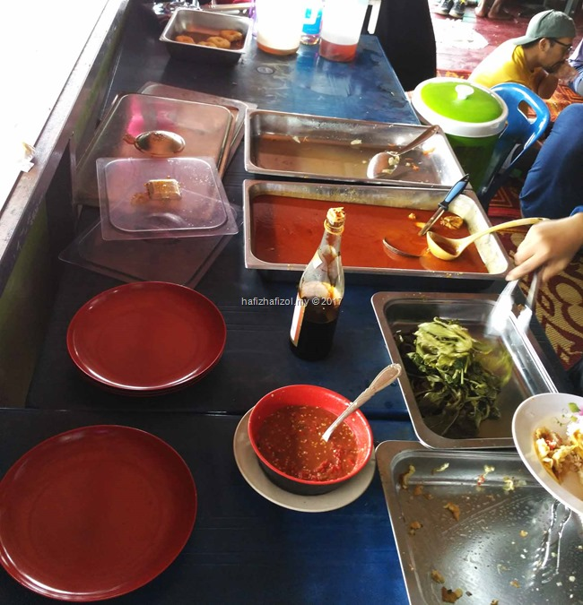 lunch di houseboat royal belum