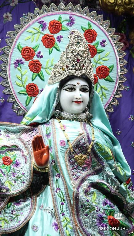 ISKCON Juhu Mangla Deity Darshan 17 Dec 2015 (15)