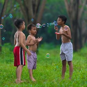 by Eko Probo D Warpani - Babies & Children Children Candids ( playing, child, colour, bubble, nikon d750, color, strobist, happy, play, children, candid, nikon, ballon )