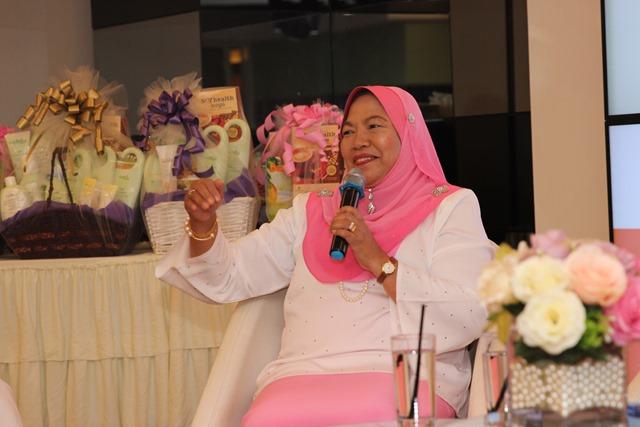 Datin Azizan Bt Hj Shariff, Pengerusi Majlis Pembangunan Wanita dan Keluarga, Parlimen Lembah Pantai