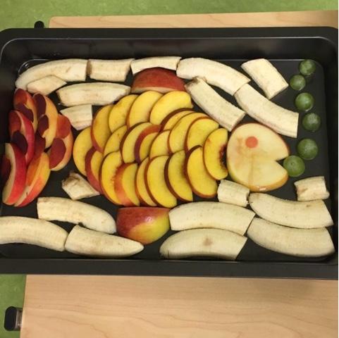 Fisch aus Obst für Obstplatte zum Kindergeburtstag
