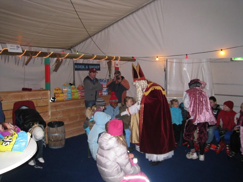 Sinterklaas bij de schaatsbaan - IMG_5119.JPG