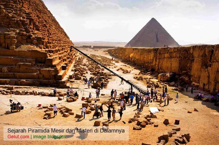 penggalian piramida mesir sejarah piramida mesir Sejarah Piramida Mesir dan Misteri yang Perlu Kita Ketahui pembangunan piramida mesir