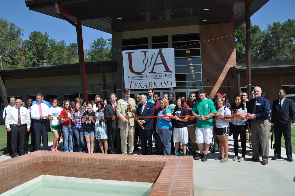 UACCH-Texarkana Ribbon Cutting - DSC_0408.JPG