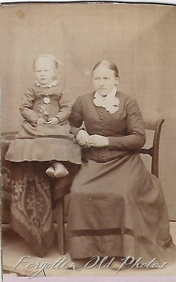 CDV Mother and child GF ant