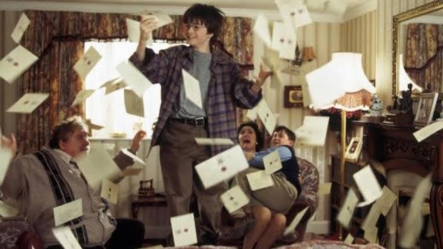 Há 30 anos, aproximadamente 40 cartas de Hogwarts chegavam para Harry pela chaminé da cozinha dos Dursleys