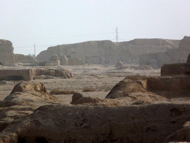 XINJIANG.  Turpan. Ancient city of Jiaohe, Flaming Mountains, Karez, Bezelik Thousand Budda caves - P1280004.JPG