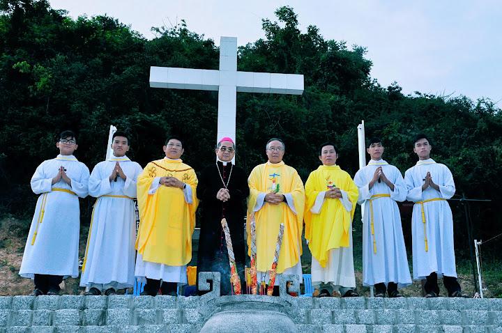 Thánh lễ kính nhớ  tổ tiên và ông bà cha mẹ tại nghĩa trang Hòn Chuông giáo xứ Bình Cang