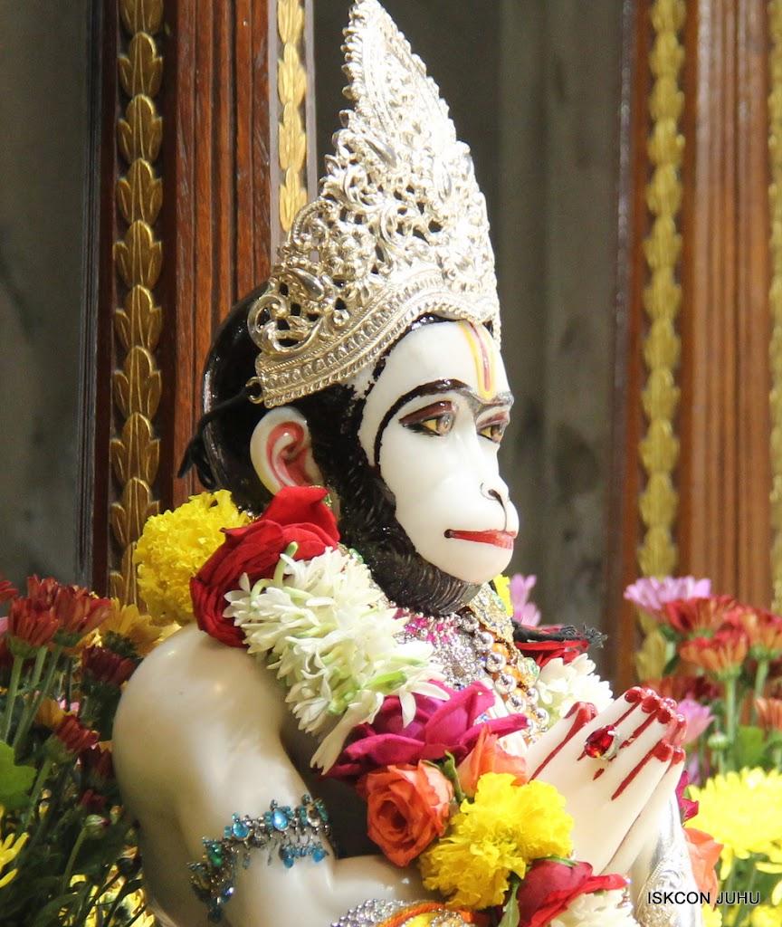 ISKCON Juhu Sringar Deity Darshan on 11th Aug 2016 (23)