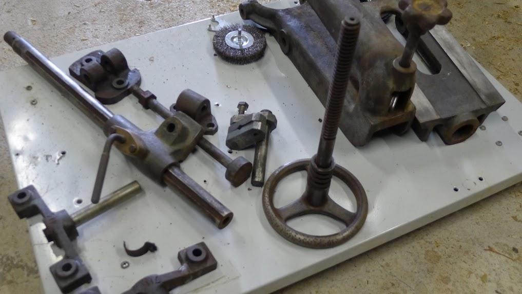 Ancienne scie à ruban Jacquin... La restauration est finie - Page 2 P1060750