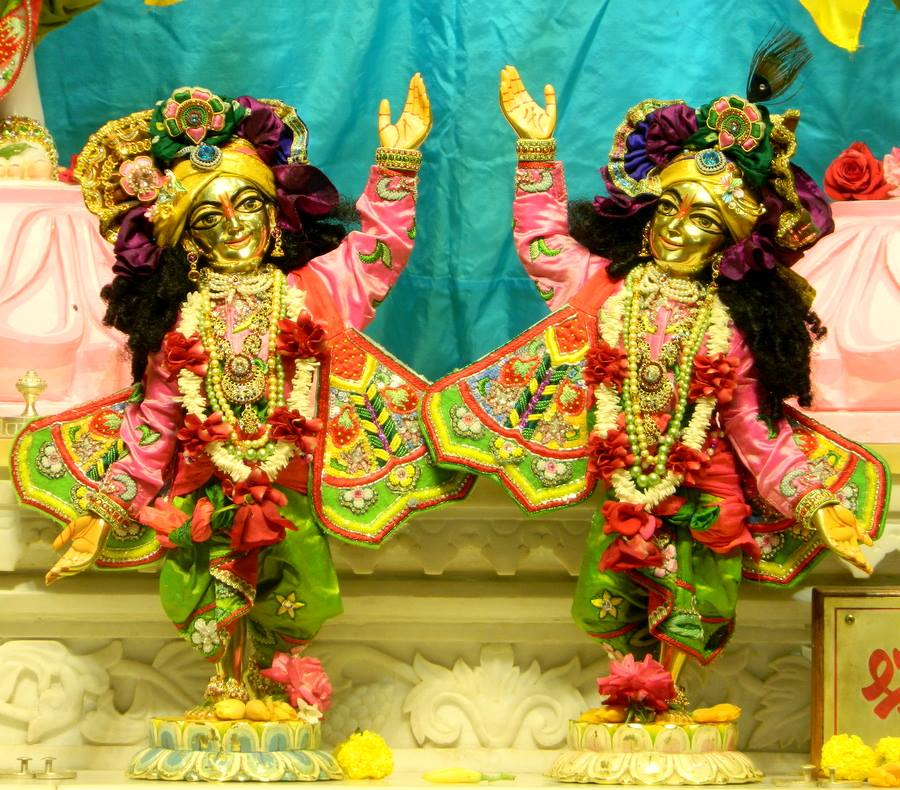 ISKCON Pune NVCC Deity Darshan 01 Jan 2017 (6)