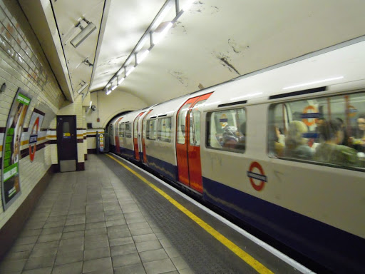 How to take the London Tube - the Tube platform