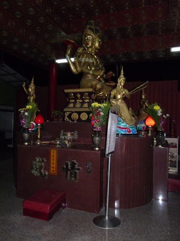 4 faces, temple dans l hôtel