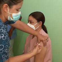 Personal médico y de enfermería en hospital de Vicente Noble recibe dosis contra COVID-19 en un 98%.