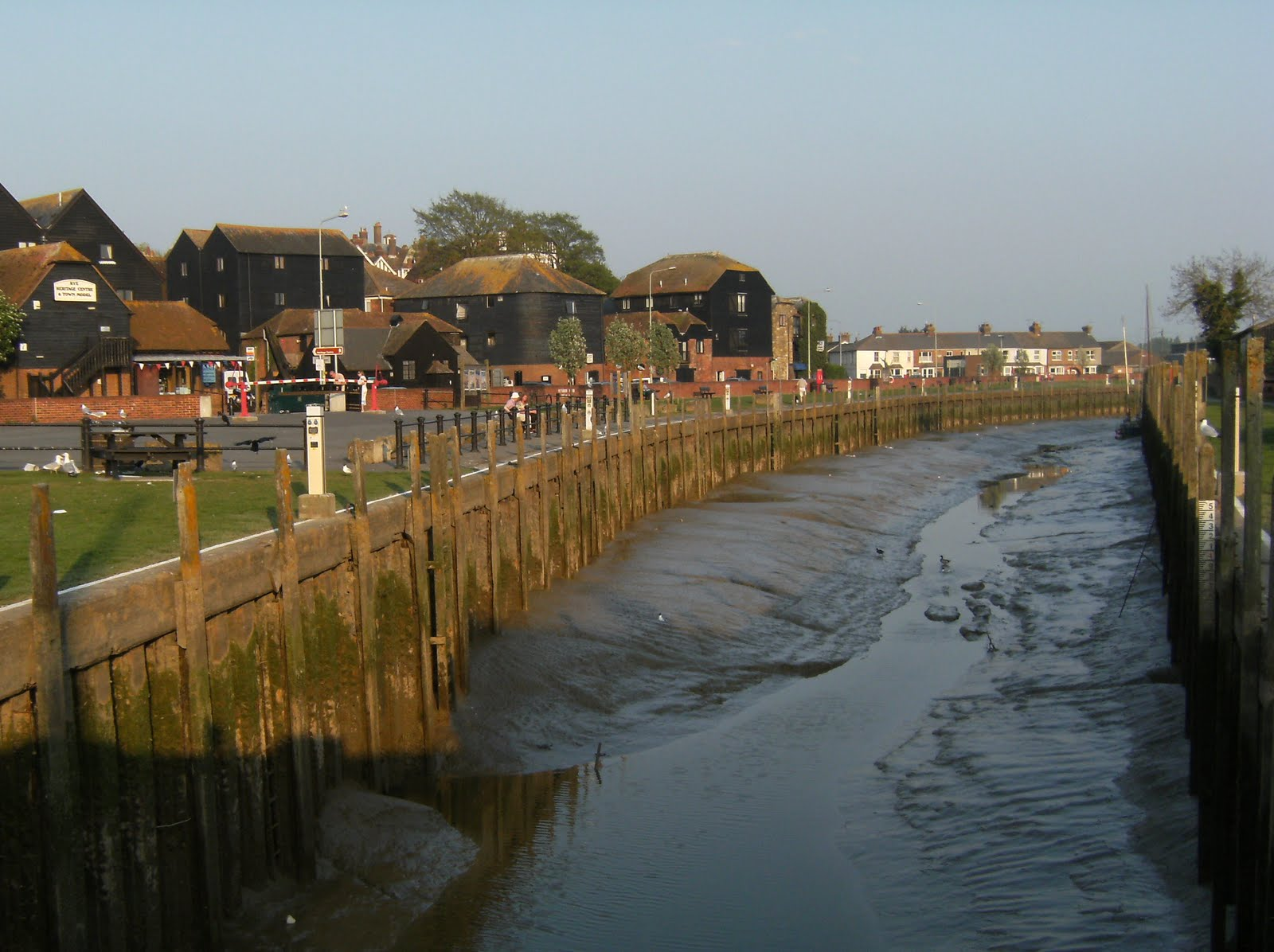DSCF7411 Strand Quay at low tide, Rye