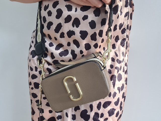 Leopard satin midi skirt Marc Jacobs Snapshot bag French Grey
