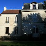 Musée Jean-Jacques Rousseau : aile contemporaine de Rousseau (à g.)