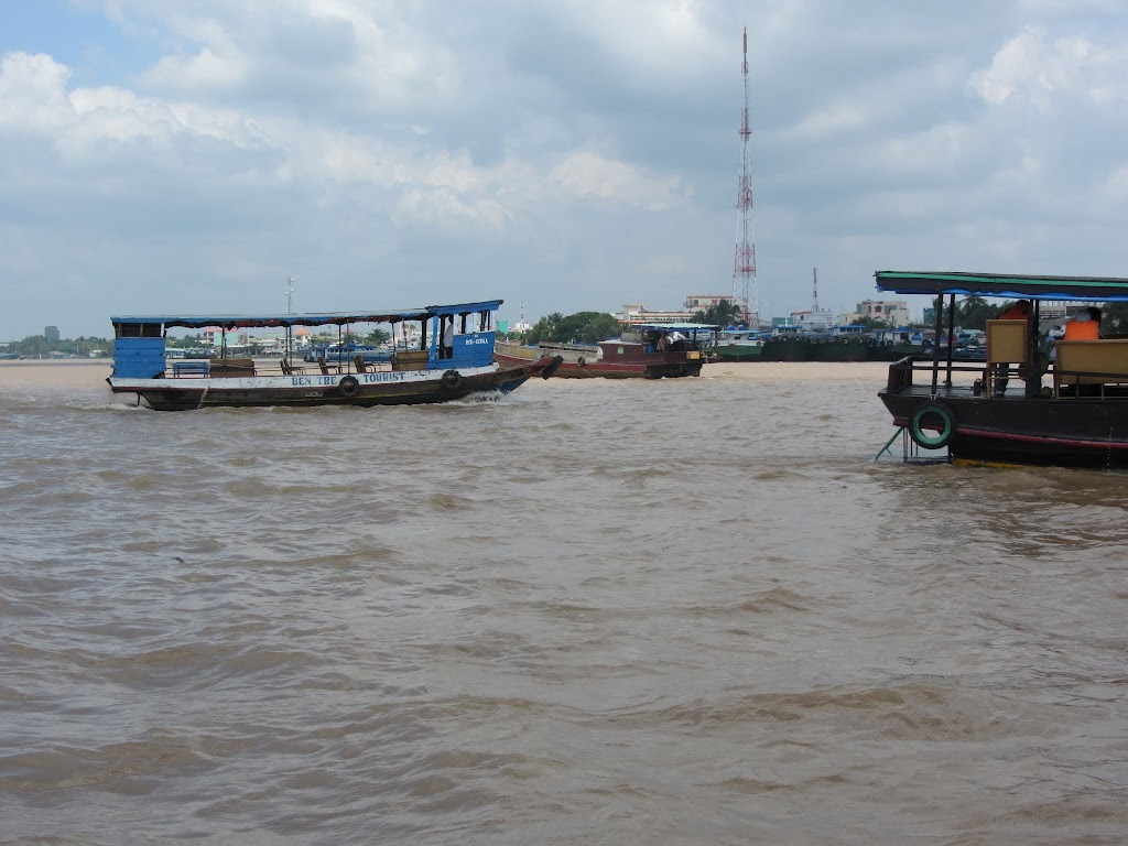 0026A_Day_on_the_Mekong