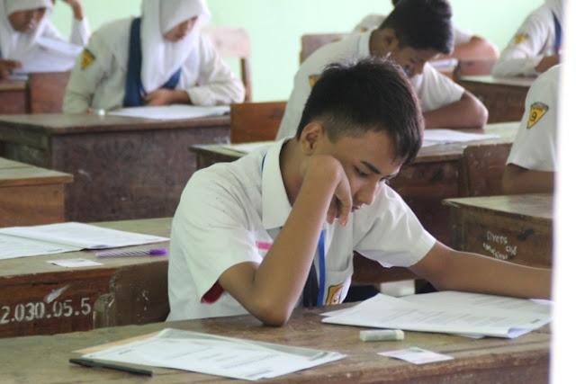 Hari Pertama, Semua Siswa Di Ngawi Ikuti UN SMP sederajat