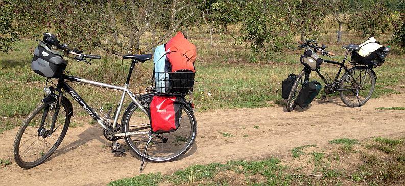 Panther Dominance Trekking & Trekking- und Reiserad T 400 vsf fahrrad manufaktur in den Obstwiesen von Mainz-Finthen