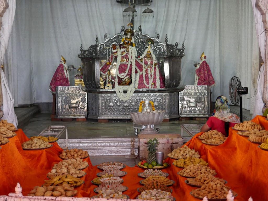 Radha Govind Devji Deity Darshan 14 June  2016 (9)