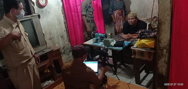 Disdukcapil Dibantu Relawan Jemput Bola E-KTP Penyandang Disabilitas Di Kedung Jaya