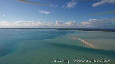 Ancoraggio tra i reef di SE. Sì quei puntini in fondo sono Y2K e Obiwan - Rangiroa dal Drone