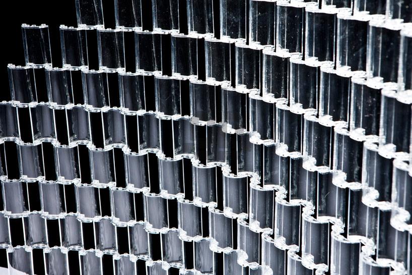*透明的LEGO大型水晶吊燈:設計師Tobias Tøstesen親手編造! 2