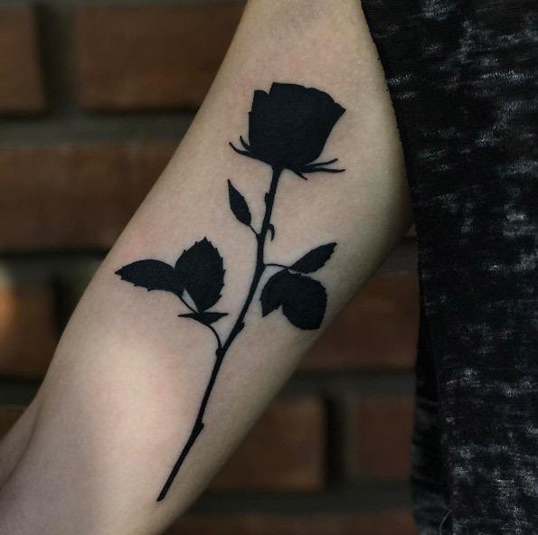 este_pesado_blackwork_rosa