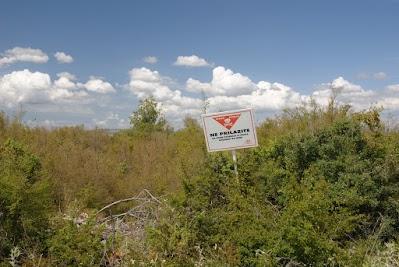Bei Ladevci warnen Schilder vor Minen
