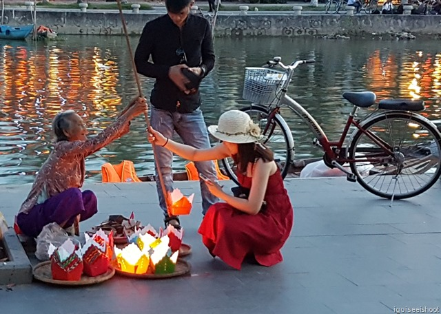 Old ladies also sells these floating candles to tourists who could release them from the banks of the rivers using long poles with a carrier