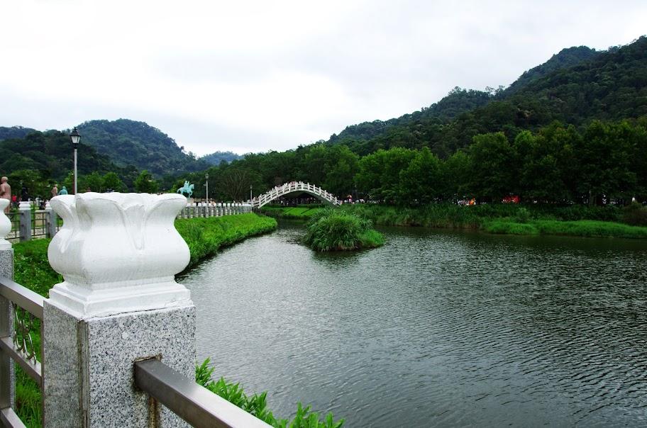 慈湖旁的公園散散步