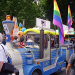 gaypridemilano2005_trenino.JPG