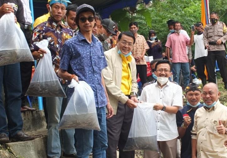 Hut 68, Anggota DPR RI Gandung Pardiman Tebar Lele, Sembako dan APD di Gunungkidul