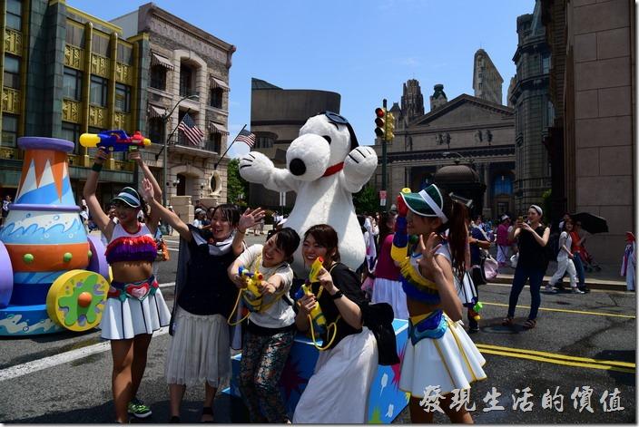 日本大阪-環球影城。歡樂的氣氛總是短暫的,就算全身溼透也要合影一下。