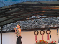 Bodnár Adrienn operett slágereket ad elő Szőlőskén.jpg