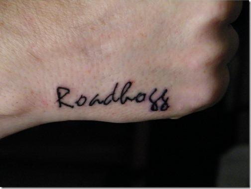 pequena_mo_de_nome_de_tatuagens_para_homens