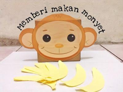 DIY memberi makan monyet