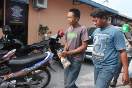 berita foto video sinar ngawi terkini: inilah alasan bapak ini gauli pelajar SMP di Hutan Begal