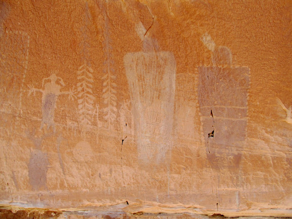 Interesting mix of petroglyphs and pictographs