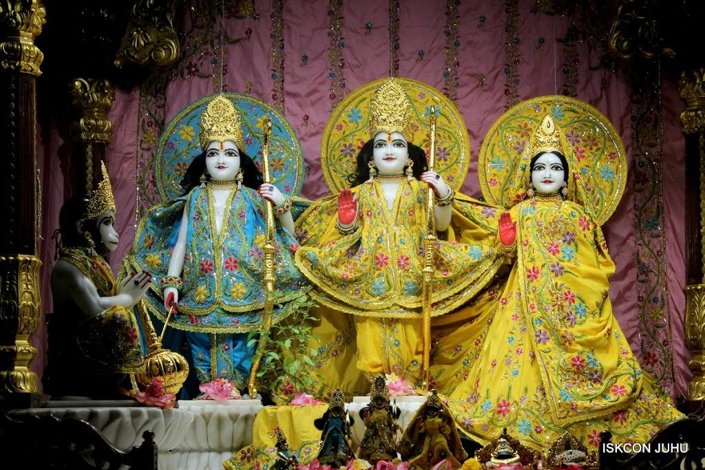ISKCON Juhu Mangal Deity Darshan on 27 April 2016 (7)