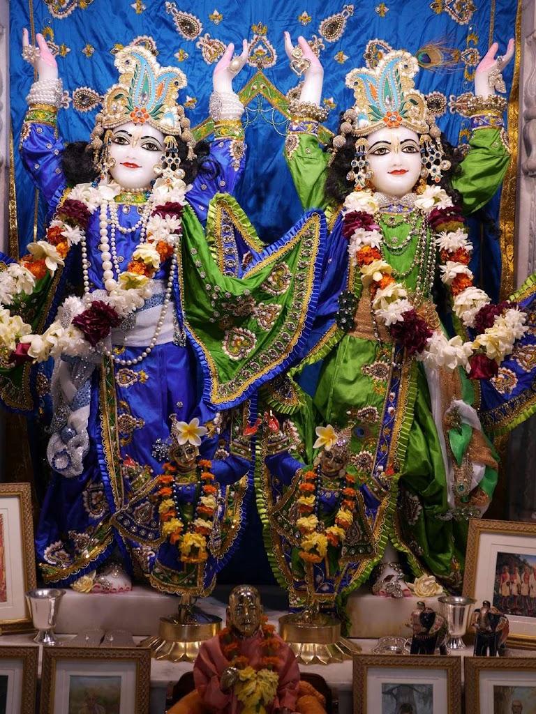 ISKCON New Govardhana Deity Darshan 09 Dec 2015 (1)
