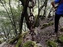 On croise une chaîne suspendue de plusieurs kilos datant de l'antiquité